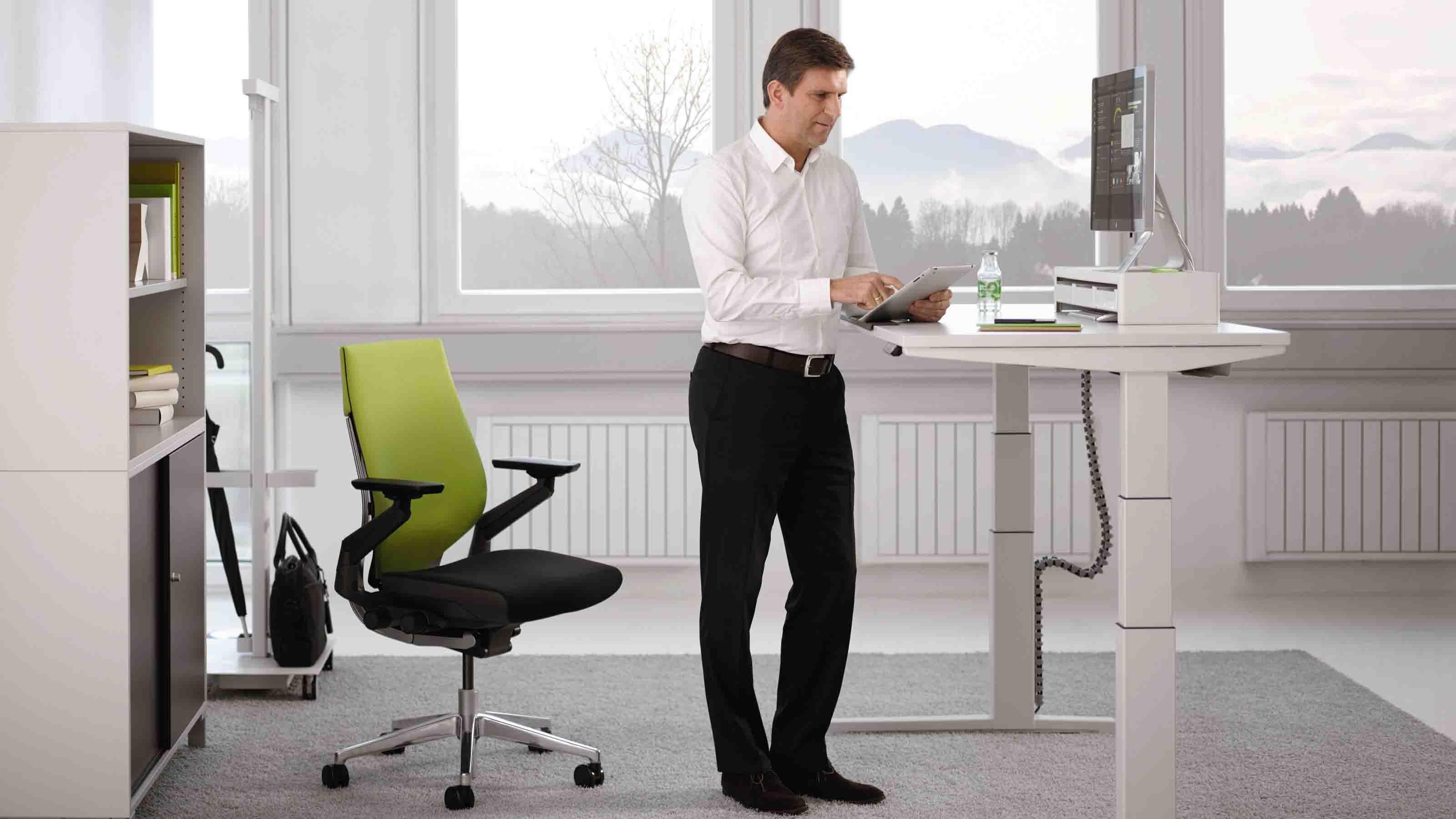 Une Etude Menee Sur 12 Mois Confirme Les Avantages Des Bureaux Reglables En Hauteur